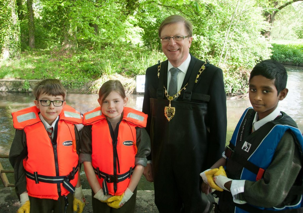 Mayor with Kenley students at 2014 release